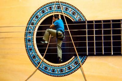 Guitar climbing